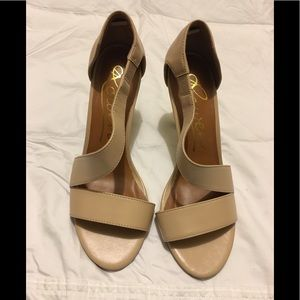 Rowen size 7.5 nude strapping heel in EEUC!